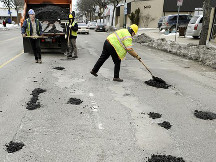 Cold snap followed by warm weather spells potholes in Michigan