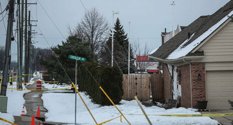 Fraser couple watches home crumble from sinkhole on Christmas Eve