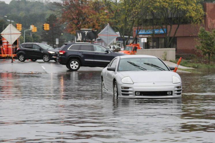 Flooding in Kalamazoo strands multiple vehicles