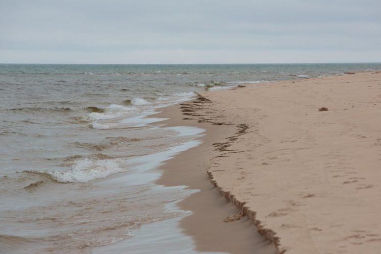 1M gallons of raw sewage spews into bay, Lake Michigan